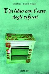 Un libro con l'arte degli rifiuti